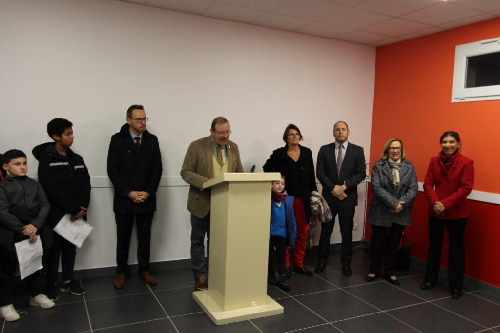 Inauguration de l'extension de l'école Gabrielle Colette sous la présidence de Monsieur Willy Delporte, Maire de la commune de Saint-Germain-Laxis