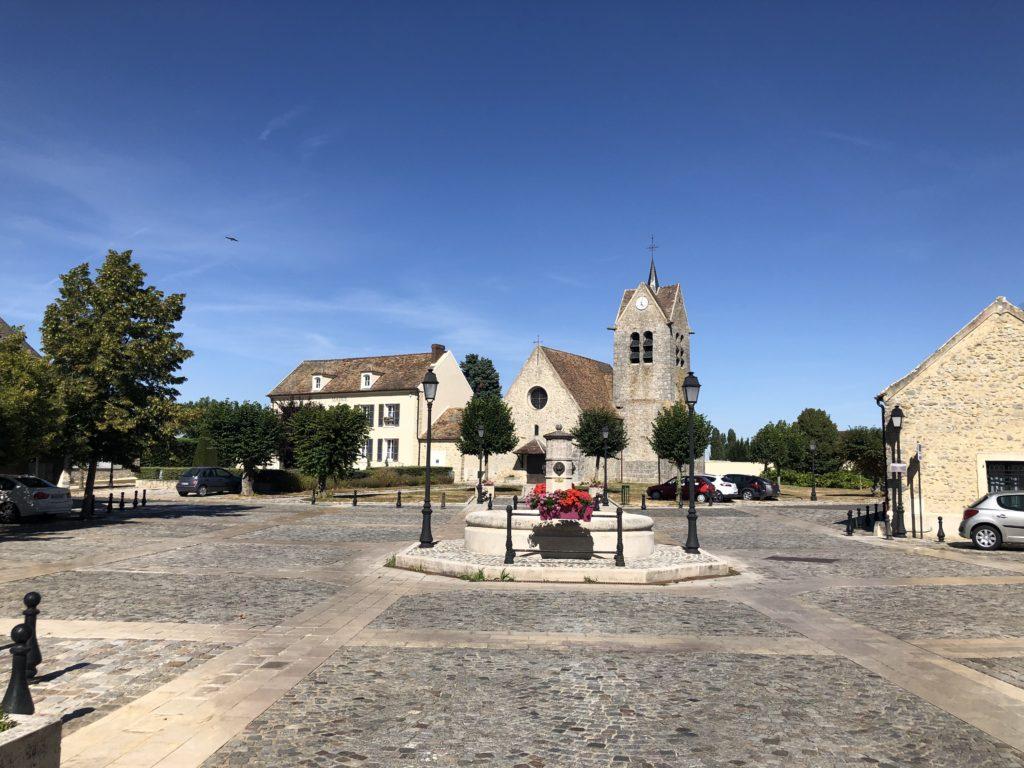 Place et Mairie de Montereau sur le Jard